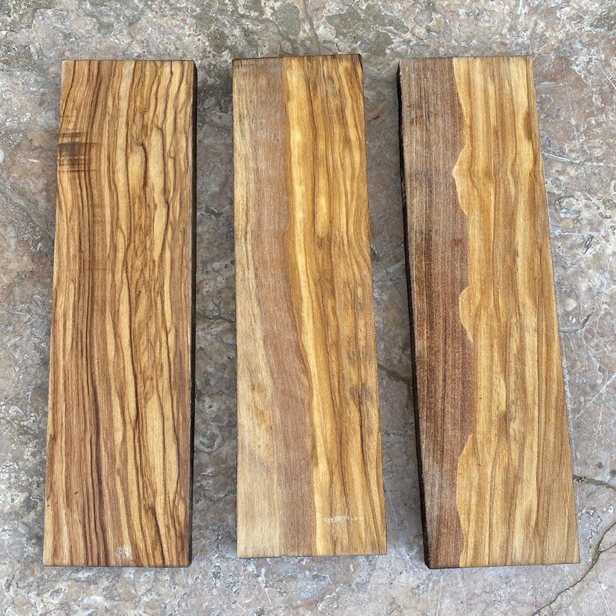 You can see here that olive wood has a beautiful grain, with intense contrast.
