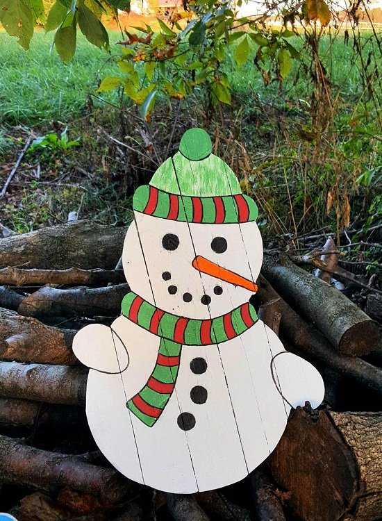 A pallet wood snowman for your yard.
